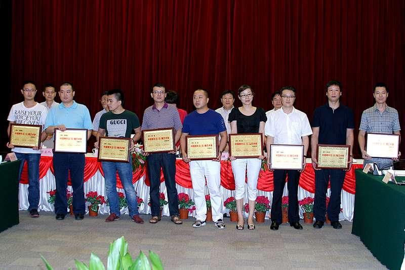 获中国青年玉雕艺术家称号会员,获中国工艺美术师资格会员获国家人社图片